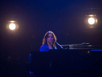 ESTELA MAGNONE presenta FRENTE A FRENTE, su nuevo single de TELÓN
